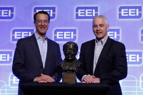 Chairman of the Edison Electric Institute Ted Craver (left) presents the International Edison Award to Ergon Energy CE Ian McLeod in New Orleans.