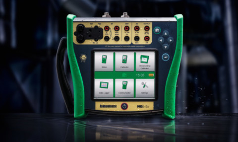 Intrinsically safe calibrator and communicator for Ex areas