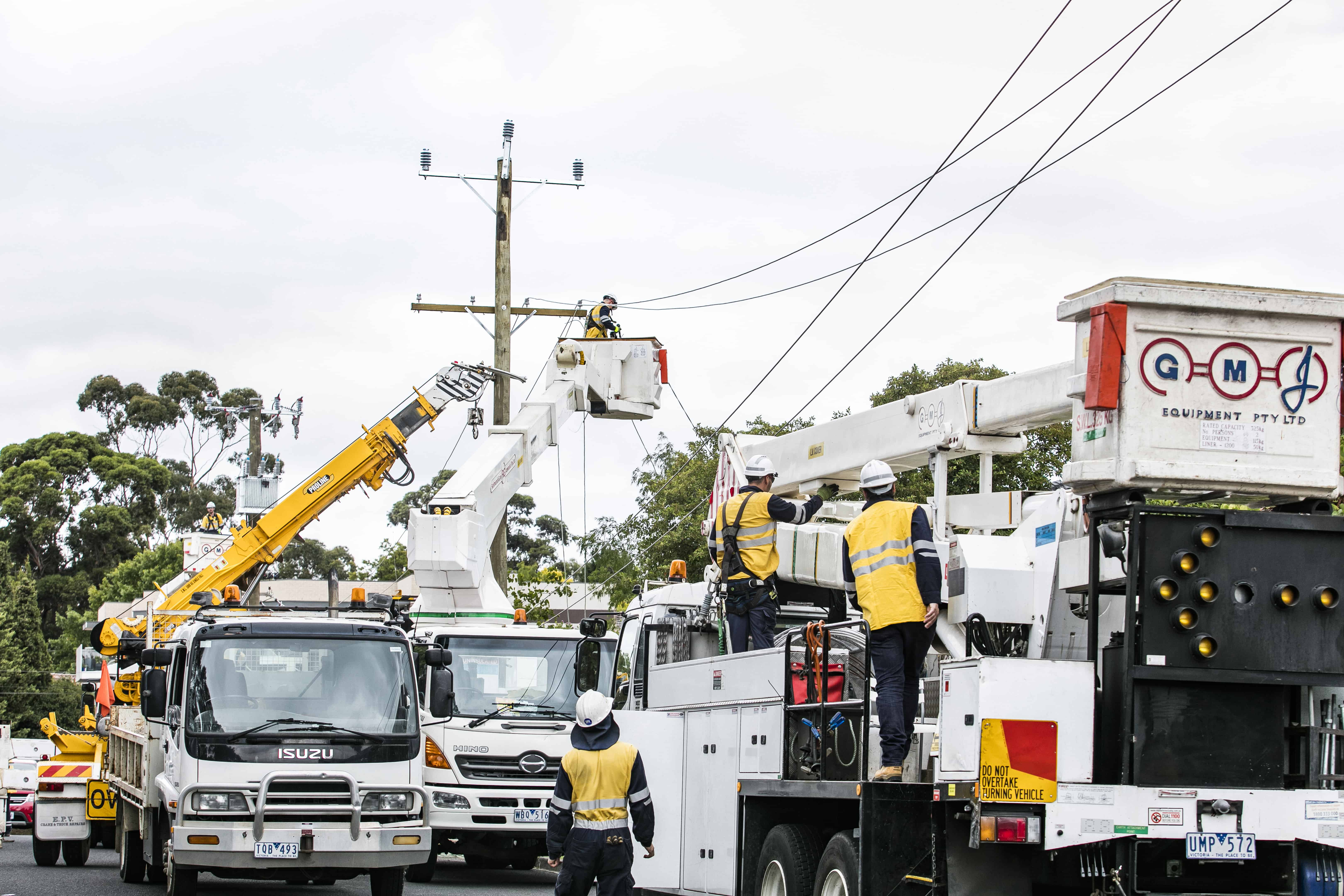 ZNX Vic lineworkers