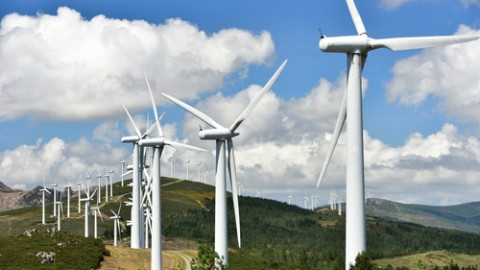 Castle Hill wind farm unveils first turbine