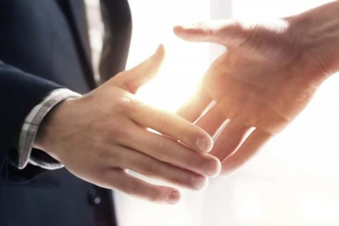 EnergyAustralia in partnership with solar and lighting business