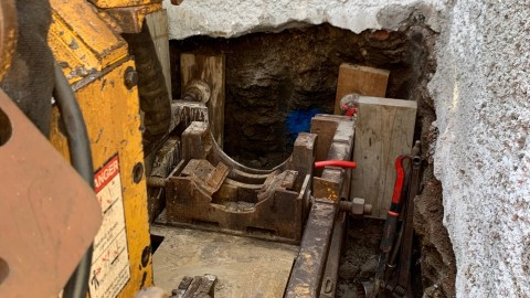 Installing a sewer pipeline in challenging conditions