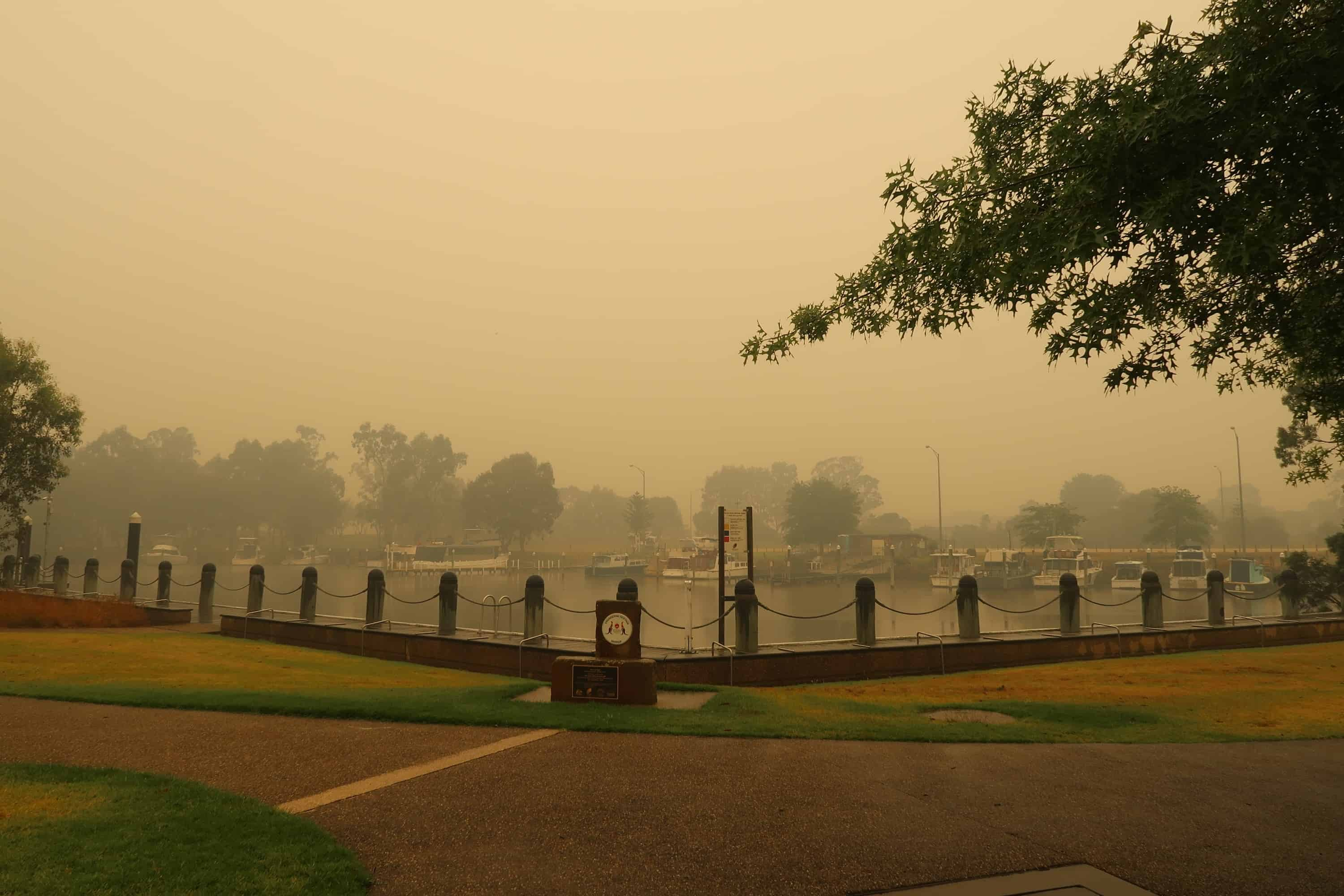 Emergency water aid for bushfire-affected Victorians