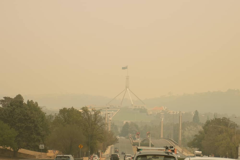 Canberra parliament house shrouded in bushfire smoke climate change
